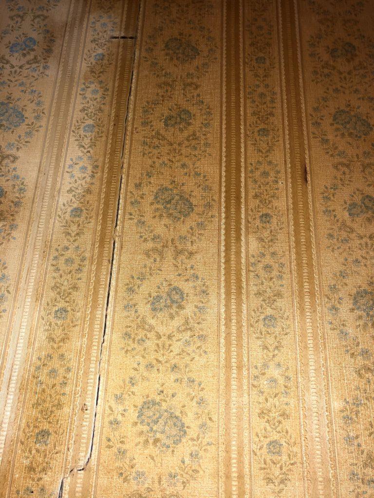 壁紙に付いたヤニ汚れ キッチン用ハイターで驚くほどキレイに きろぐ